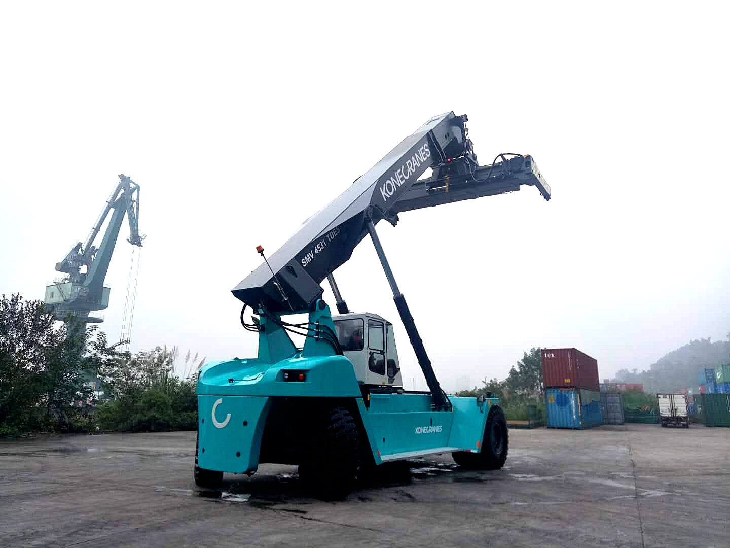 Lee Amp Man Group Awards Another Reach Stacker Order To