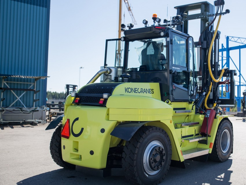 Cabin ergonomics win for konecranes news image