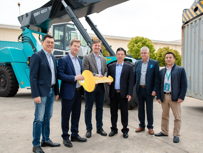 Konecranes Lift Trucks celebrate the number 8,888 at their Shanghai