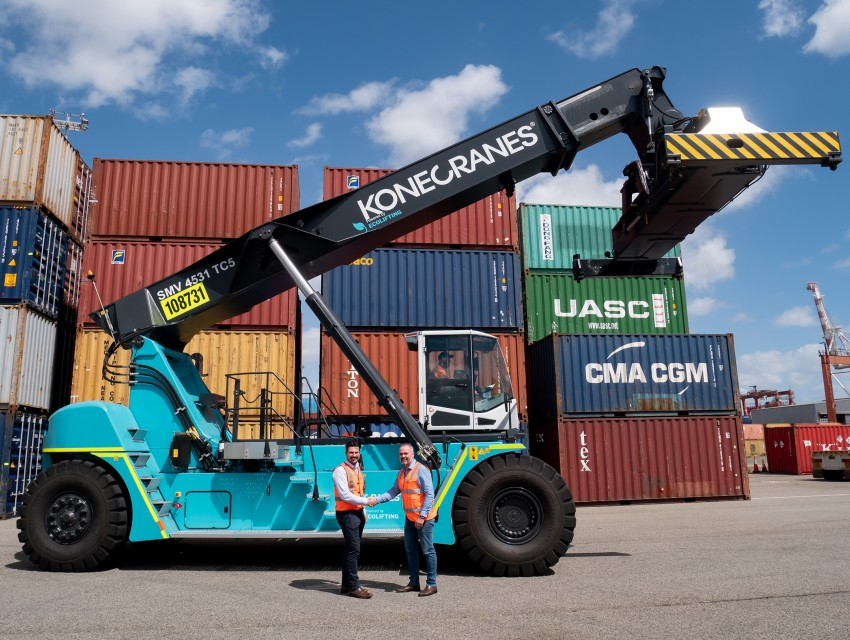 Konecranes reach stacker with Flow Drive_Australia